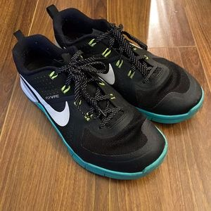 NIKE FLYWIRE in great color